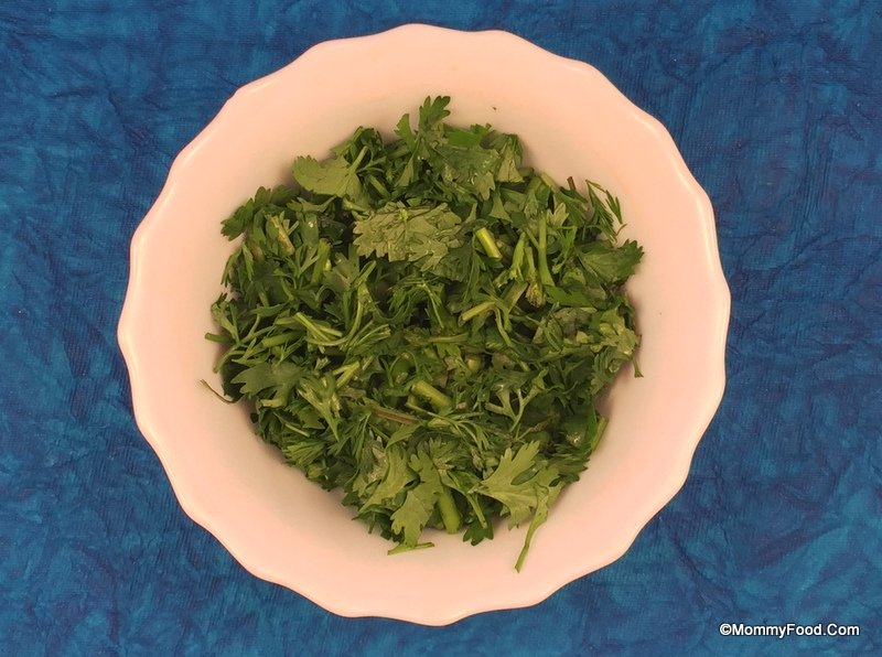 Coriander leaves: Few