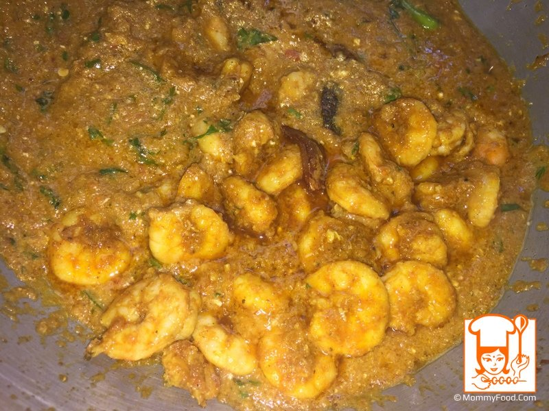 Add and cook prawns for 5-6 minutes in the gravy